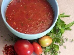 Tomatensaus, echt lekker vers en vijf keer anders