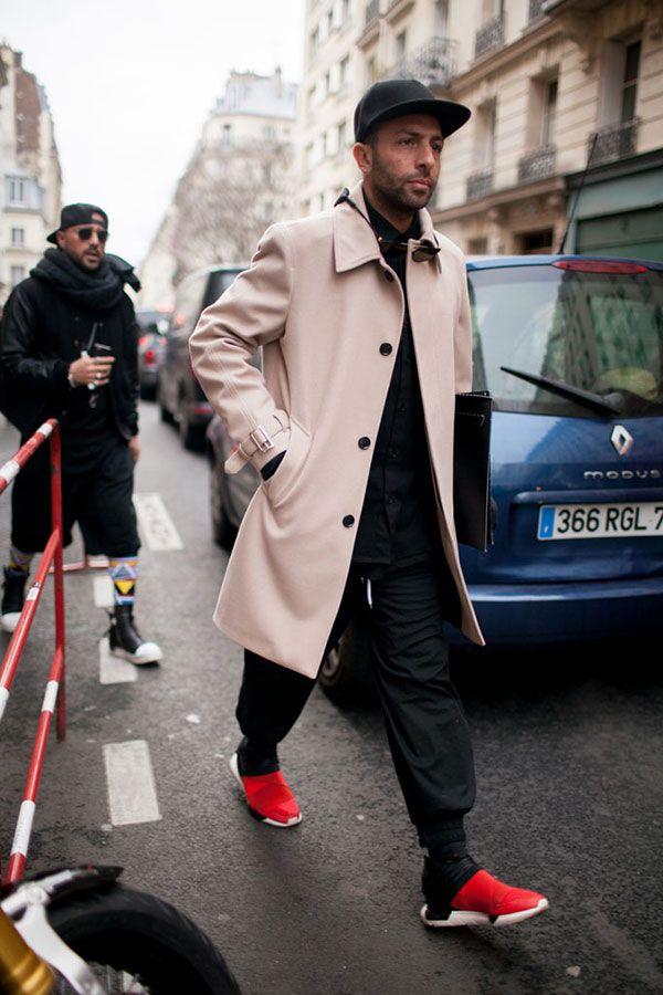 2016-04-21のファッションスナップ。着用アイテム・キーワードはキャップ, コート, ステンカラーコート, スニーカー, 黒パンツ,アディダス(adidas)etc. 理想の着こなし・コーディネートがきっとここに。| No:143878