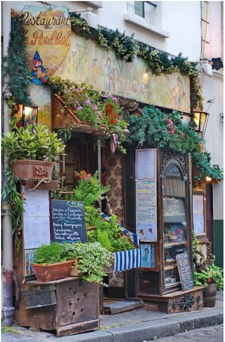"""Paris...Look for restaurants that look just like this...be there no later than 11:30 am for the """"plat du jour"""" and go with a carafe of house red...FABULOUS 4 LESS in Paris!"""