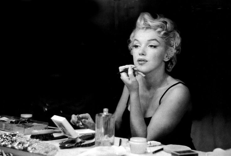 Marilyn Monroe photographed by Sam Shaw in 1954
