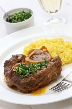 Ossobuco is hét vleesgerecht uit de Italiaanse keuken. Na urenlang stoven op het vuur heb je een heerlijk gerecht vol smaak, maar hoe maak je…