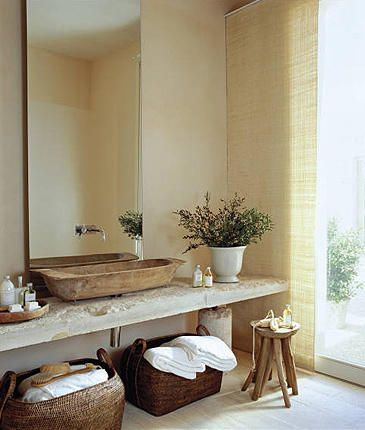 linda composição de bancada, cuba e espelho. Janelão rasgado até o chão proporciona claridade e bem estar ao ambiente.