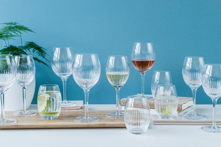 """Har du sett """"Hver gang vi møtes"""" på TV2? Da har du kanskje sett disse lekre glassene fra Magnor Glassverk! Du finner utvalget av Alba Fine Line i din Designforevig-butikk :)"""