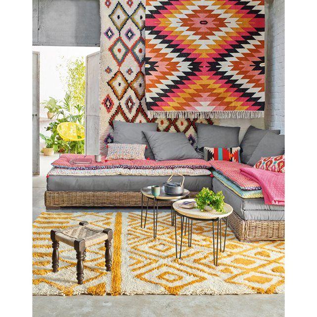 130 € le redoute Avec ses faisceaux multicolores à l'esprit très graphique, le tapis kilim Rhombus apportera une note tonique, vivifiante et exotique à votre intérieur. Composé majoritairement de laine, il apportera aussi cette ambiance de confort et de sensualité qu'on apprécie tellement au quotidien.Composition du tapis kilim Rhombus :80% laine, 20% coton, 1200 g/m2.Dimensions du tapis kilim, Rhombus.- 120 x 170 cm.- 160 x 230 cm.