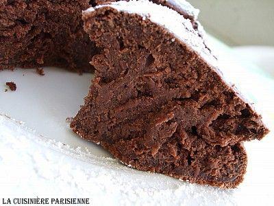 PROVATA ED APPROVATA ✌️ Torta al cioccolato senza burro, senza olio e senza uova (150 calorie a porzione)