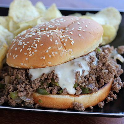 Philly Cheese Steak Sloppy Joes 1 tablespoon extra virgin olive oil 1lb ground beef 1 medium onion (chopped) 1 medium green bell pepper (seeded and chopped) ¼ cup steak sauce 1 cup beef broth salt and ground black pepper (to taste) 4 hamburger buns 1 tablespoon butter 1 tablespoon flour 1 cup milk 1 cup provolone cheese (shredded)