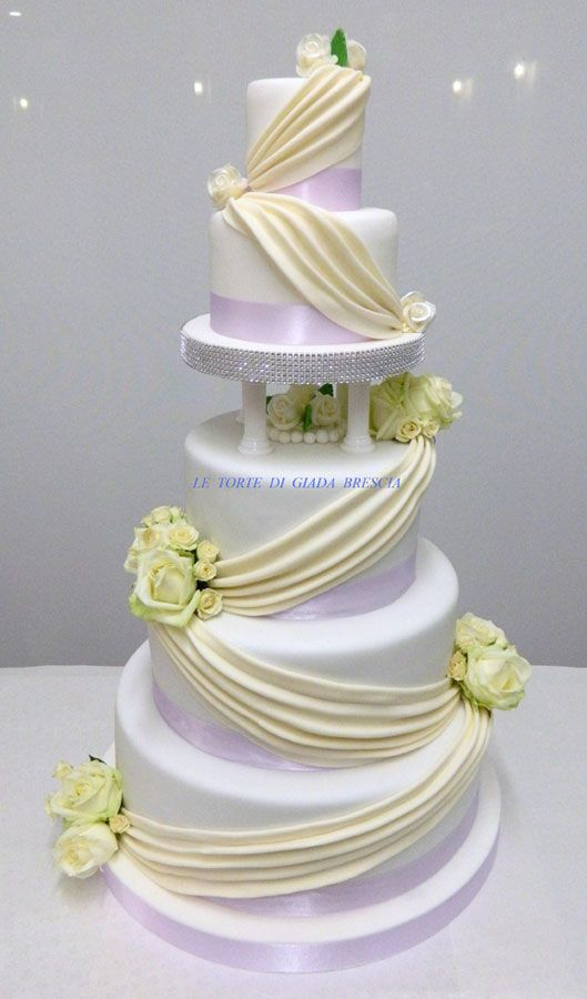 Wedding Cake a piani e monumentali  Farcitura Crema Chantilly , frutti di bosco e cioccolato Belga  www.tortedigiada.com  letortedigiada@virgilio.it