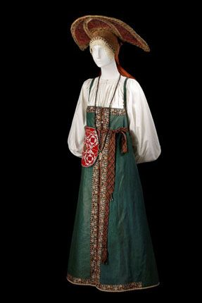 Costume of a young woman. Russisans. Simbirsk Province. Mid.-19th century.