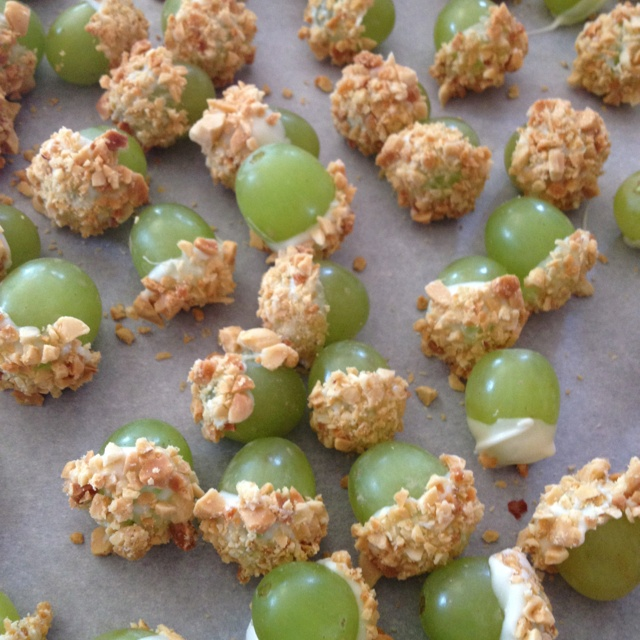 Grapes dipped in white chocolate and crushed peanuts!! Taste like a taffy apple. Yummy treat!!!