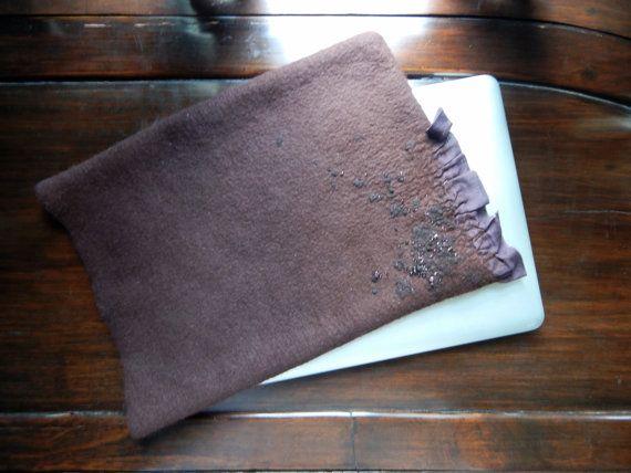 Caisse de laine feutrée Mac livre couverture de livre par momoish