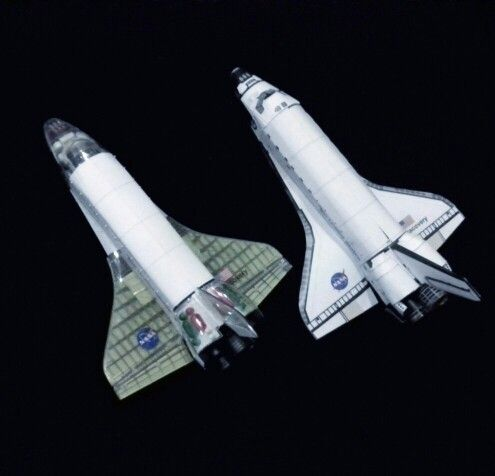 1/144 project cutaway shuttle discovery by Dragon, side by side with 1/144 paper model.