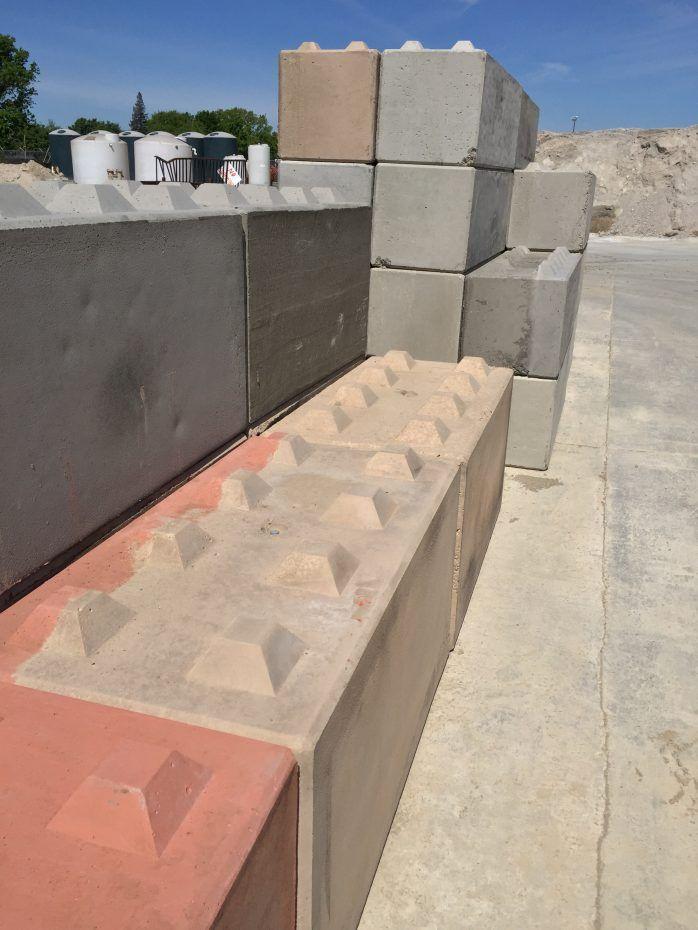 Interlocking Blocks Hanford Sand Gravel Inc Interlocking Concrete Blocks Concrete Blocks Landscaping Retaining Walls