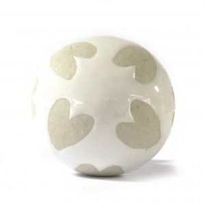 Large heart ceramic cream cupboard knob.  Update your interior with these beautiful large ceramic door knobs.   These decorative door knobs will add style to your furniture; from brightening up your kitchen cupboards to adding decadence to your wardrobes, they are perfect for adding that finishing touch.