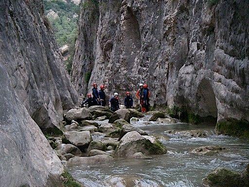 Excursió per dins del riu Rialb, als voltants de Tiurana. La Noguera (Catalunya - Catalonia)