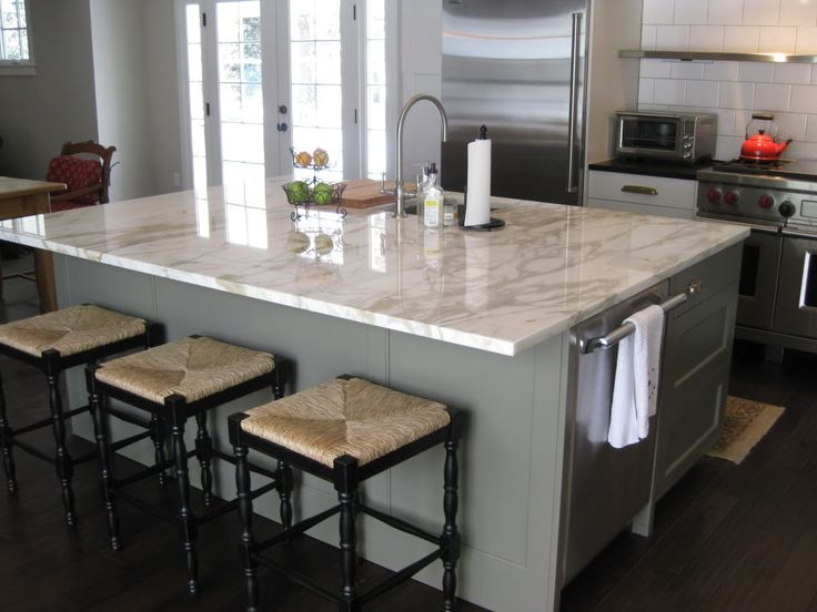 Beautiful square island corners 12 overhang on island for Granite countertop overhang