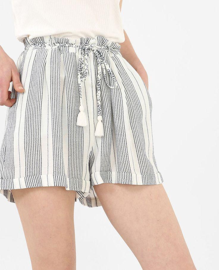 Shorts vaporosos a rayas marfil