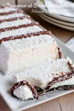 500 ml di panna fresca da montare-150 g di zucchero a velo 100 g di cocco disidratato-15 g di colla di pesce-3 cucchiai di latte di cocco-nutella q.b