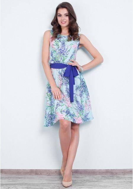 Для обновления весеннего гардероба Вам нужно купить женское платье клеш с цветочным рисунком! Верхняя часть без рукавов имеет круглый вырез, в тандеме с расклешенной юбкой и ярким поясом-завязкой она делает акцент на талии. Двухслойный материал приятно струится и гарантирует комфорт. Молния на спинке - практичное решение. С чем носить платье в цветочек, представленное в нашем интернет-магазине одежды? Удобные сандалии или элегантные босоножки на каблуках, утонченные серьги или игривый ободок…