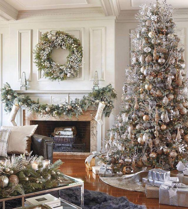 Holidays Decorating With Mixed Metallics Lookandlovewithlolo Pre Lit Christmas Tree Christmas Tree Christmas Decorations