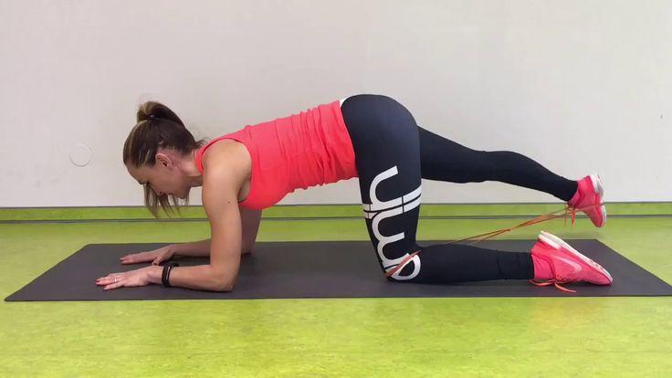 Malá ochutnávka drillmaxx tréningu: pevný zadok a štíhle nohy.  ● 1. cvik: tzv. dúha - 12 opakovaní jednou nohou, ● 2. cvik: zanoženie - 12 opakovaní tou istou nohou, ktorou sme vykonávali prvý cvik.  Cviky 1 + 2 plynulo za sebou odtrénujeme a vymeníme nohu.  Počet okruhov: 2 – 4x podľa trénovanosti. Tréning môžeme odcvičiť i s vlastnou váhou.  Teším sa na vás na našich hodinách drillmaxxu ✓