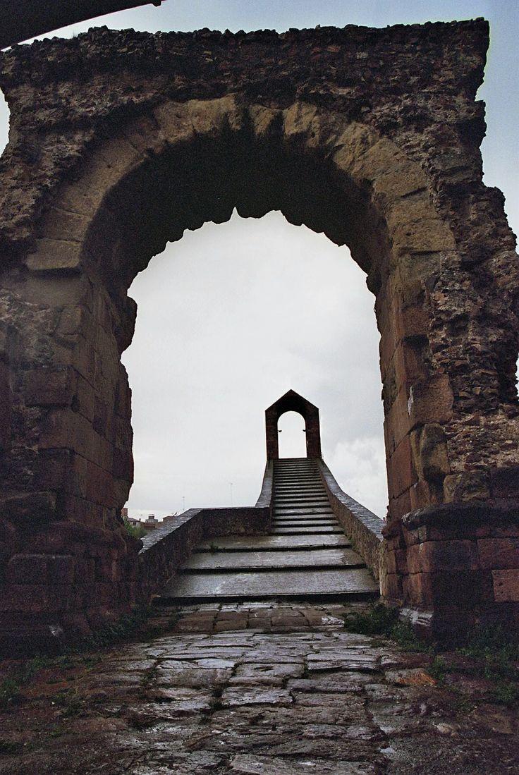 2005 - Pont del Diable a Martorell (Baix Llobregat - Catalunya). És un conglomerat d'estructures Romanes, Medievals, Gòtiques i finalment la reconstrucció del segle XX. Mes info: http://ca.wikipedia.org/wiki/Pont_del_Diable_%28Martorell%29