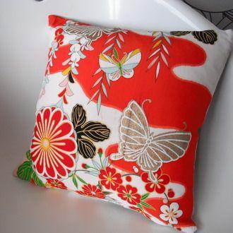 Chou  Vlinders, ze staan voor de ziel of de overbrenging van de ziel. Deze zienswijze is samen met het boeddhisme uit China naar Japan gekomen. Daarnaast staan vlinders ook voor de zomer, (lang)levendigheid en jeugdigheid. Op veel yukata en furisode voor meisjes staan vlinders afgebeeld.