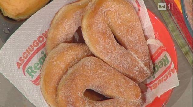 La ricetta delle ciambelle dolci di patate di Sal De Riso | Ultime Notizie Flash