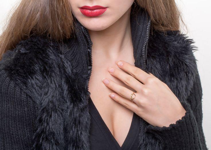 14K / 18K Solid Gold Heart Infinity Knot Ring Love, Diamond Infinity Rings, Custom Jewelry Manufacture, goldsmith workshop, Danelian Jewelry, etsy shop, nautical engagement ring, alternative wedding ring, model presentation, knot ring