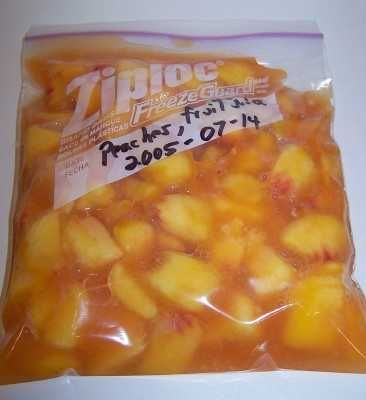 How to freeze peaches, nectarines and plums (complete directions with photos). Peach season is just about over, now I can have fresh peaches in the winter! And this is easy to do! Yeah!