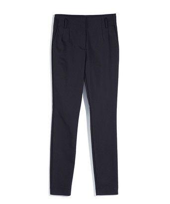 Broek sailore - Pantalon met een hoge taille en slanke pijp, uitgevoerd in een geweven katoenmix met elastaan. Het model heeft steekzakken aan de zijkant en strookzakken aan de achterkant. De broek kan gedragen worden met een riem en sluit met een dubbele haak-en-knoop.
