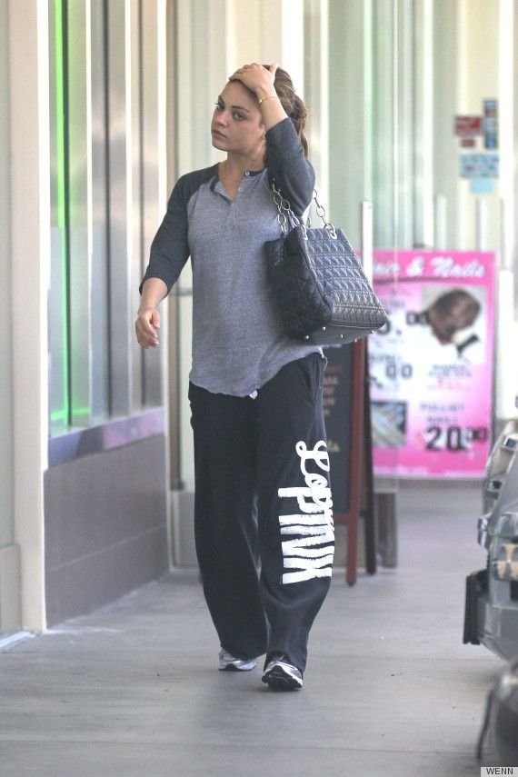 No makeup, baggy pants and still looking amazing.