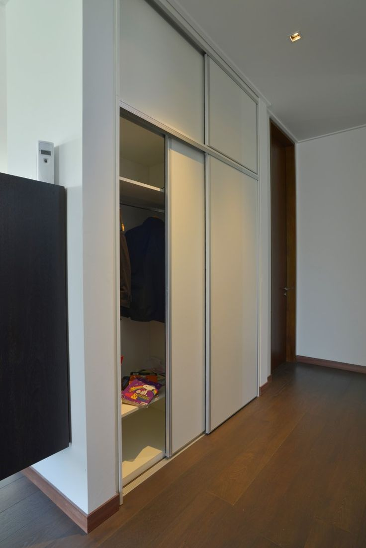 Placard en melamina blanca con puertas corredizas