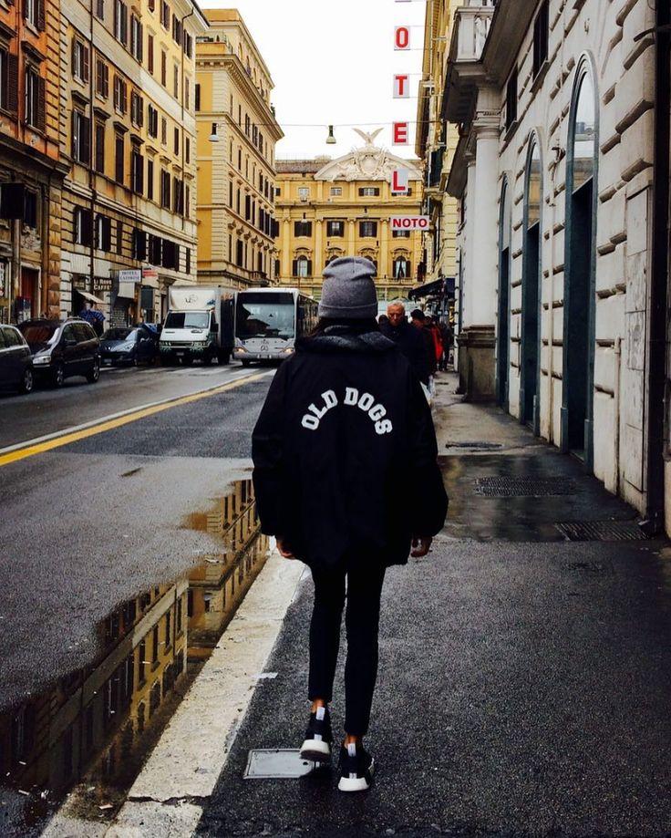 CORTAVIENTOS ODC  www.olddogs.es  . Hemos recargado cortavientos. Disponibles en negro amarillo y rojo  #olddogs #odcfam #odcambassador #surf #skate #hiphop #girl #streetwear #roma #cortavientos #cazadora