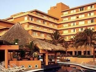 Veracruz Fiesta Americana Hotel Mexico, North America The 4-star Fiesta Americana Hotel offers comfort and convenience whether you're on business or holiday in Veracruz. Offering a variety of facilities and services, the hotel provides all you need for a good night's sleep. Service-minded staff will welcome and guide you at the Fiesta Americana Hotel. Each guestroom is elegantly furnished and equipped with handy amenities. The hotel offers various recreational opportunities. D...