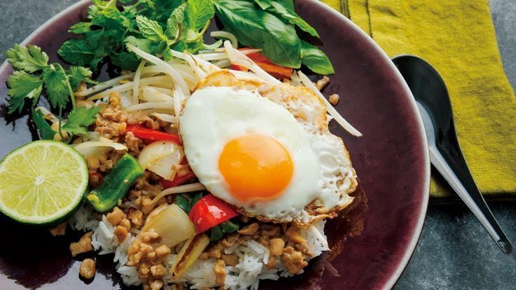 栗原 はるみ さんの鶏もも肉を使った「ガパオライス」。バジルの香りただようほんのり甘辛味の鶏そぼろをのせて、トロリとした目玉焼きを混ぜながらいただきましょう。 NHK「きょうの料理」で放送された料理レシピや献立が満載。