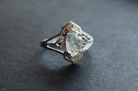 Raw Diamond Engagement Ring Rough Natural and Uncut door Avello