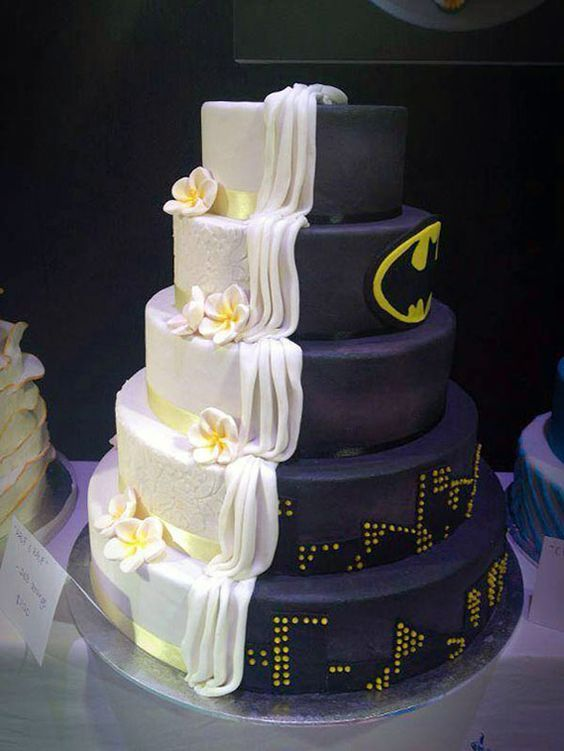 This wedding cake is for crazy Batman fan. #Wedding #Cake #WomenTriangle www.womentiangle.com