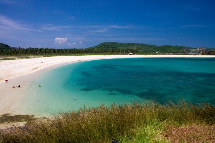Tanjung Aan - Turquoise sea and white sand, the way I love it! Even here you can climb a rock to enjoy a breathtaking view over the bay and beach. A must-see!