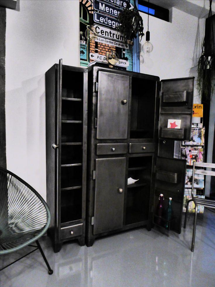 1000 id es sur le th me armoires de cuisine en m tal sur pinterest armoires m talliques. Black Bedroom Furniture Sets. Home Design Ideas