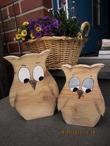 Zwei Eulen aus Bauholz