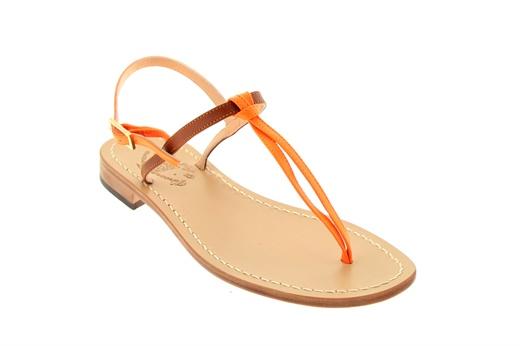 Sandalo caprese basso infradito, Fratelli Ferrara, in pelle bicolore con listino alla caviglia e fondo cuoio, tacco 20mm. #ferrara #sandali #shoes