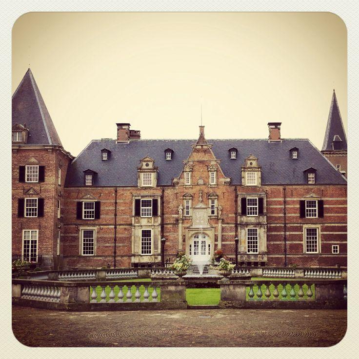 Wat een mooi kasteel is #Twickel in Overijssel . Castle in Holland.