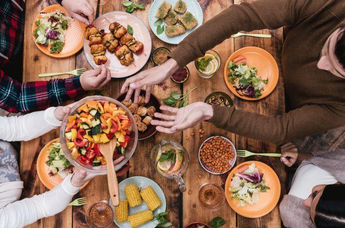 Las tradiciones de la cena familiar Hygge comenzarán esta noche   – Simple Living