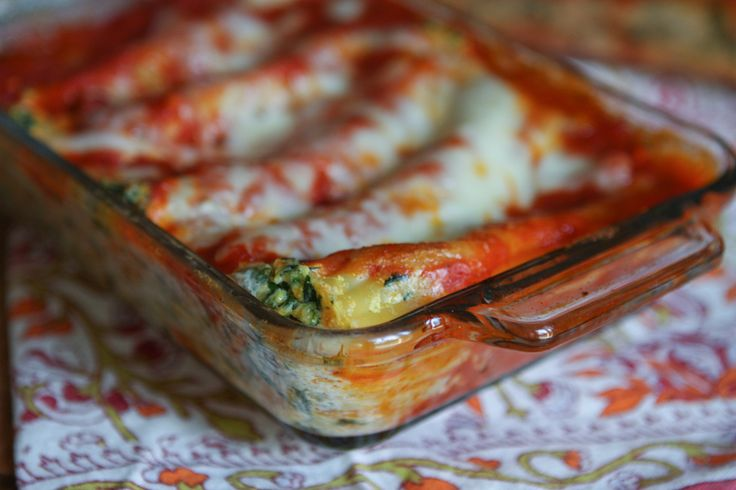 My family loved this Butternut Squash and Spinach Manicotti! Classic baked manicotti filled with healthy roasted butternut squash and spinach. A great fall inspired pasta dish.