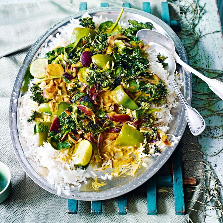 A quick low-calorie, vegetarian curry recipe with crispy kale, sweet peppers and fragrant coriander.
