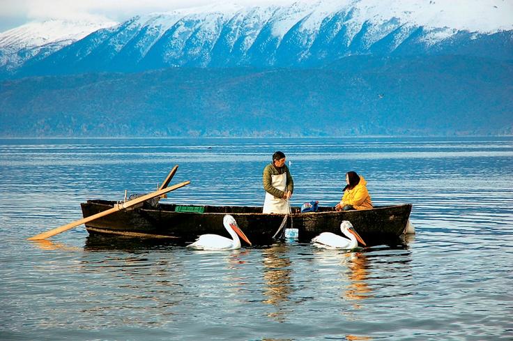 Ψαράδες στις Πρέσπες. Fishing at lake Prespa
