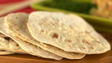 Vamos fazer uma viagem até à Índia? O Pão Naan é prático e pode acompanhar qualquer refeição, ou ser servido num lanche com manteiga ou queijo. Experimente! #Pão_Naan #receitas #mundo #pratosinternacionais #pão #acompanhamento