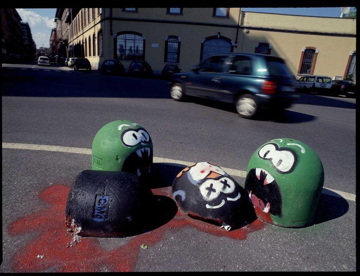 Delitto in pazza arcole, milano. street art by Pao http://restreet.altervista.org/angoli-desolati-del-panorama-cittadino-diventano-piccole-isole-di-colore/