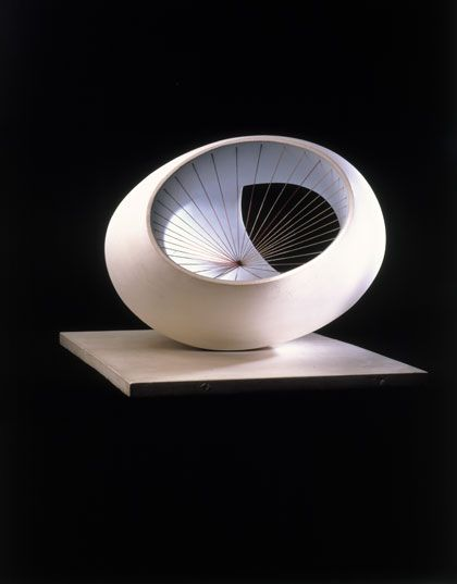 Sculpture with Colour (Oval Form) Pale Blue and Red, Painted wood and strings - Barbara Hepworth, 1943
