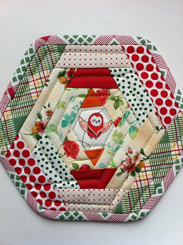 Mug Rug. This is so cute with the little bird in the center. Just think of all the fun color combos you could use. :-)
